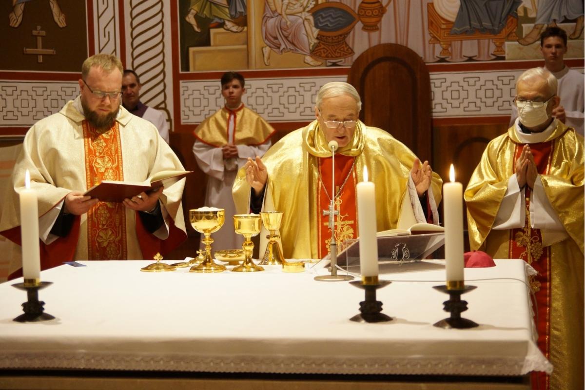 У Вялікі чацвер католікі пачалі святкаванне Пасхі: [фота, відэа]